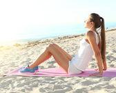 Fitness sportovec dělá cvičení