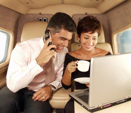 Photo pour Entreprise travaillant chez jet privé - image libre de droit