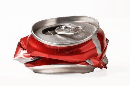 Photo pour Utilisé boîte rouge isolé sur fond blanc - image libre de droit