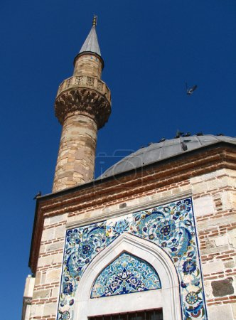 Photo pour Fragment de la vieille mosquée de la place centrale d'izmir, konak - image libre de droit