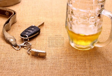 Car key with a tilted trailer and beer mug
