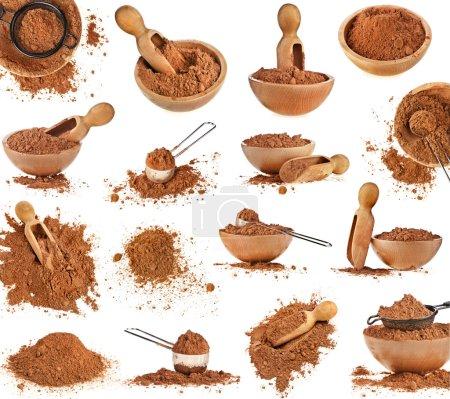 Sammlung von Kakaopulver isoliert auf weißem Hintergrund