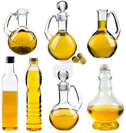 Photo pour Huile d'olive et de tournesol dans les bouteilles et les carafes isolées sur fond blanc - image libre de droit