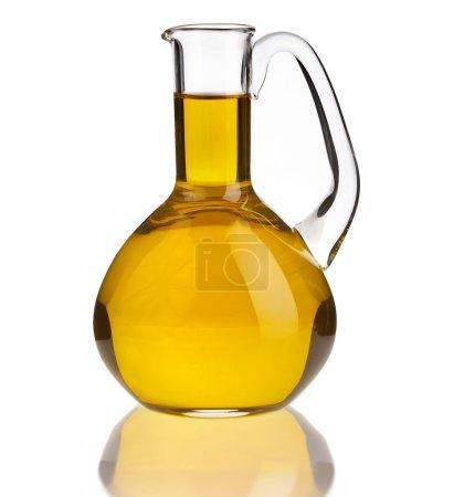 Photo pour Carafe avec huile isolée sur fond blanc - image libre de droit