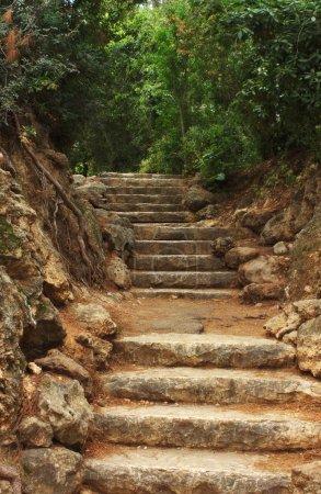 Photo pour Escaliers anciens en pierre - image libre de droit