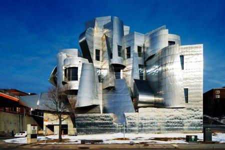 Photo pour Weisman Art Museum est situé sur le campus de l'Université du Minnesota à Minneapolis, États-Unis, conçu par l'architecte Frank Gehry, a été achevé en 1993 - image libre de droit