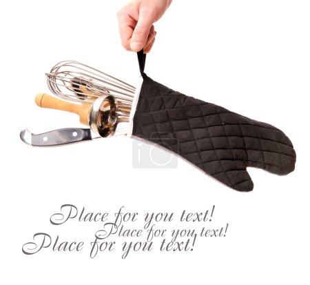 Photo pour Accessoires de cuisine à main sur blanc avec place pour le texte - image libre de droit