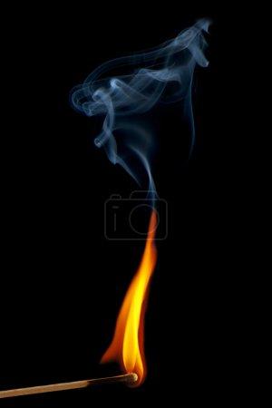 Foto de Quema de fósforo sobre fondo negro - Imagen libre de derechos