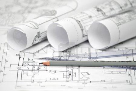 Photo pour Tas de conception architecturale et les plans du projet dessins de la maison. dessins techniques . - image libre de droit