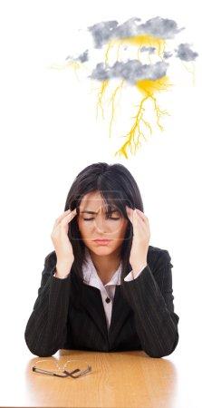 Photo pour Belle femme d'affaires ne peut pas se concentrer à cause de maux de tête forts . - image libre de droit
