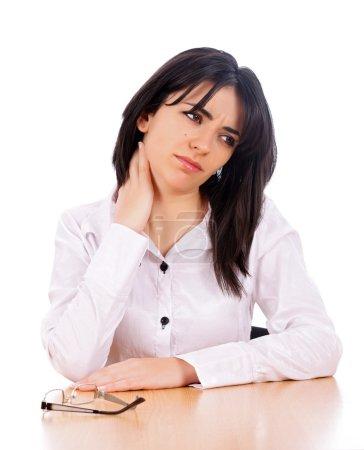 Photo pour Belle femme d'affaires massant son cou parce que ça fait mal . - image libre de droit