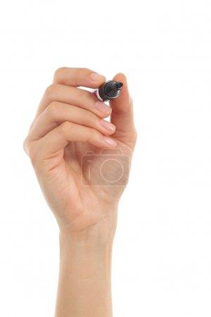 Photo pour Belle femme dessin à la main en l'air avec un marqueur noir sur un fond isolé blanc - image libre de droit
