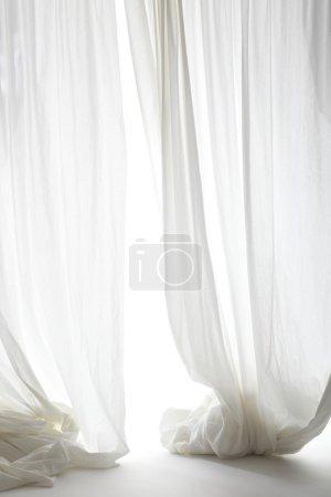 Foto de Cortinas blancas en el fondo blanco - Imagen libre de derechos