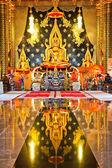 Zlatý buddha v thajském chrámu, loei provincie, obecnost v thailan