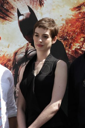 Photo pour Anne Hathaway au Christopher Nolan Hand and Footprint Ceremony, Chinese Theater, Hollywood, CA 07-07-12 - image libre de droit