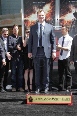Photo pour Gary Oldman, Christian Bale, Anne Hathaway, Christopher Nolan et Joesph Gordon-Levitt à la cérémonie de la main et de l'empreinte Christopher Nolan, Théâtre chinois, Hollyw - image libre de droit