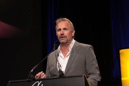 Kevin Costner at Annette Bening