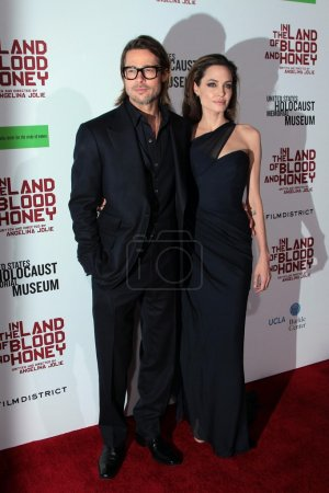 "Photo pour Brad Pitt, Angelina Jolie au ""In The Land Of Blood And Honey"" Première à Los Angeles, ArcLight Cinemas, Hollywood, CA 12-08-11 - image libre de droit"