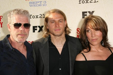 Ron Perlman with Charlie Hunnam