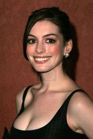 Photo pour Anne Hathaway aux Hollywood Life Magazines Breakthrough of the Year Awards. Boîte à musique, Hollywood, CA 12-10-06 - image libre de droit