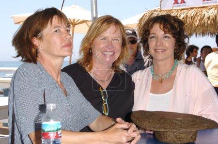 Photo pour Laura Stern avec Amy Madigan et Kathleen Quinlan à la première conférence de presse de l'annonce de la Célébration Malibu du film. Malibu Pier, Malibu, CA 24-05-06 - image libre de droit