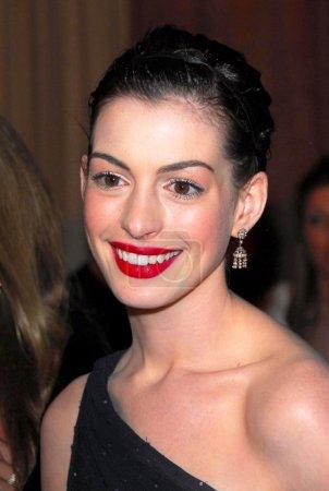 Photo pour Anne Hathaway au Focus Features-NBC-Universal Golden Globe After Party. Beverly Hilton Hotel, Beverly Hills, CA 01-16-06 - image libre de droit