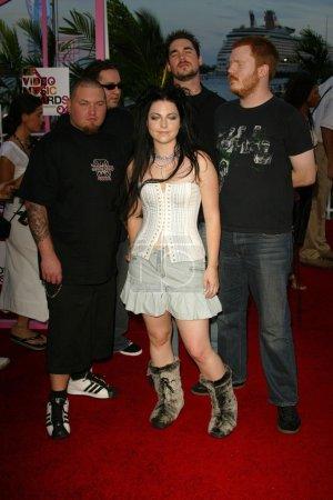 Photo pour Amy Lee et Evanescence aux arrivées des MTV Video Awards 2004, American Airlines Arena, Miami, FL 29-08-04 - image libre de droit
