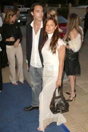 Photo pour Rhona Mitra et Jack Huston au défilé Lanvin de l'automne 2004 au profit de la Fondation Rape qui a eu lieu au Barneys New York Beverly Hills Store, Beverly Hills, CA. 05-12-04 - image libre de droit