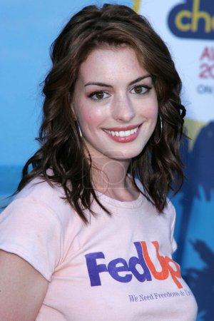 Photo pour Anne Hathaway aux Teen Choice Awards 2004, Universal Amphitheater, Universal City, CA 08-08-04 - image libre de droit