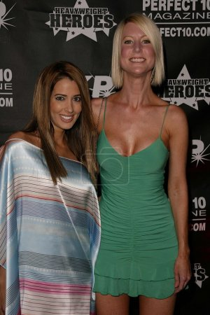 Photo pour Amy Weber et Linda Rheinsch au défilé Perfect 10 Magazine Hot Lingerie Fashion Show, Perfect 10 Mansion, Beverly Hills, CA 23-04-04 - image libre de droit