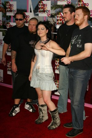 Photo pour Amy Lee et Evanescence aux arrivées des MTV Video Awards 2004, American Airlines Arena, Miami, FL 29-08-04 - image libre de droit