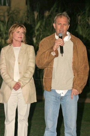 Amy Madigan and Kevin Costner