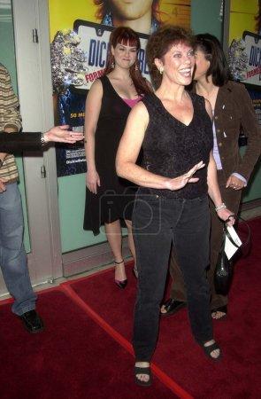 Photo pour Sara Rue a déploré qu'Erin Moran passe au-dessus de sa photo lors de la première mondiale de Dickie Roberts : Former Child Star de Paramount au Cinerama Dome, Hollywood, CA 09-03-03 - image libre de droit