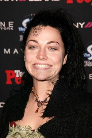 Photo pour Amy Lee de Evanescence at the Teen 2003 Artist Of The Year and AMA After-Party, Avalon, Hollywood, CA 16-11-03 - image libre de droit