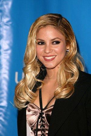 """Photo pour Shakira à la """"gala de bonne volonté de l'unicef : 50 ans du plaidoyer de la célébrité"""" à la beverly hilton hotel, à beverly hills, ca 03/12/03 - image libre de droit"""