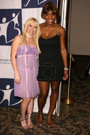 Photo pour Hilary Duff et Serena Williams au Gala des étoiles montantes 2003 présenté par Big Brothers and Sisters of Los Angeles, Century Plaza Hotel, Century City, CA 14-11-03 - image libre de droit