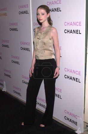"""Photo pour Michelle Trachtenberg à la soirée de lancement du nouveau parfum Chanel """"Chance"""" bénéfique pour RAINN et le Lower East Side Girls Club de New York, Chanel Boutique, Beverly Hills, CA 10-17-02 - image libre de droit"""