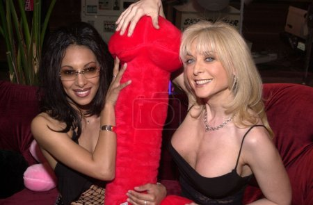 Dee and Nina Hartley