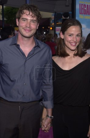 """Photo for Scott Foley and Jennifer Garner at the premiere of MGM's """"Legally Blonde"""" at Mann's Village Theater, Westwood, 06-26-01 - Royalty Free Image"""