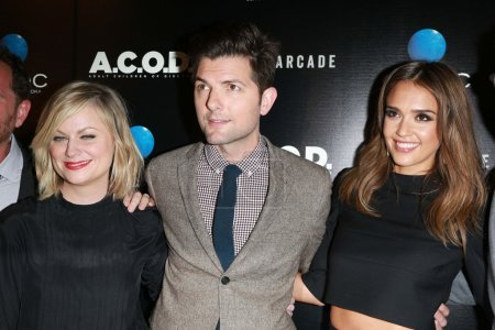 "Photo pour Amy Poehler, Adam Scott, Jessica Alba au ""A.C.O.D"". Première à Los Angeles, Landmark Theater, Los Angeles, CA 26-09-13 - image libre de droit"