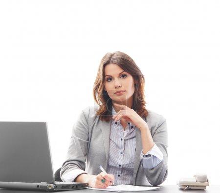 Photo pour Femme d'affaires au bureau isolé sur blanc - image libre de droit