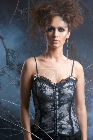 Photo pour Photo de mode d'une belle femme dans un style fantastique - image libre de droit