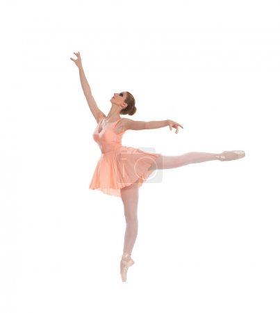 Photo pour Jeune belle danseuse de ballet isolée sur fond blanc - image libre de droit