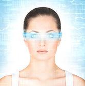 žena s virtuální hologramu na oči