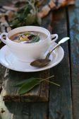 Fazolová polévka s šalvěj list