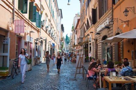 Photo pour ROME-AOÛT 6 : Via Della Vite le 6 août 2013 à Rome . - image libre de droit