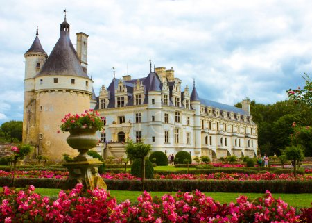 Photo pour Château célèbre Chenonceau, vue depuis le jardin. Val de Loire, France . - image libre de droit