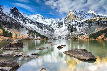 Photo pour Lac de montagne, Sibérie occidentale, montagnes de l'Altaï, crête de Katun . - image libre de droit