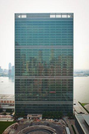 Photo pour New york city - 22 juin : l'ONU à manhattan est le quartier général de l'ONU depuis 1952 22 juin 2012 à new york, ny - image libre de droit