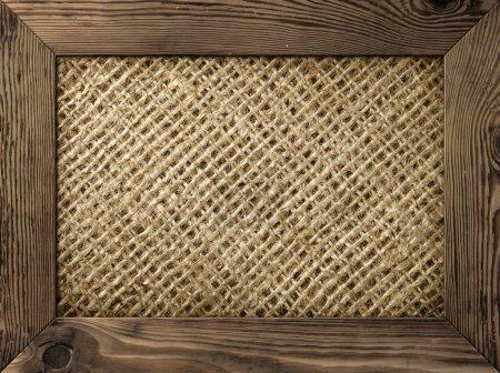 Photo pour Vieux cadre en bois avec matériau de toile de jute à l'intérieur - image libre de droit